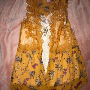 Mustard yellow floral top w/ velvet top & necklace